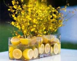 centrotavola-con-mimosa-e-limoni